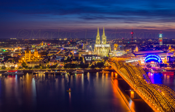 Cologne cathedral by early night ©MarkusLandsmann
